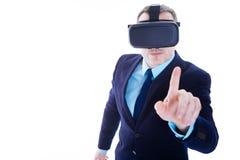 Όμορφος ευφυής επιχειρηματίας που χρησιμοποιεί τη σύγχρονη τεχνολογία Στοκ Εικόνα
