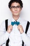 Όμορφος εύθυμος νεαρός άνδρας που φορά τα γυαλιά Στοκ φωτογραφία με δικαίωμα ελεύθερης χρήσης