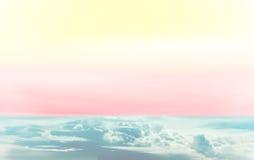 Όμορφος ζωηρόχρωμος ουρανός ουράνιων τόξων με το πολυ χρώμα Στοκ φωτογραφία με δικαίωμα ελεύθερης χρήσης