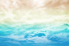 Όμορφος ζωηρόχρωμος ουρανός ουράνιων τόξων με το πολυ χρώμα Στοκ Φωτογραφία