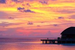 Όμορφος ζωηρόχρωμος ουρανός στο ηλιοβασίλεμα σε τροπικό Στοκ φωτογραφίες με δικαίωμα ελεύθερης χρήσης