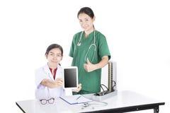 Όμορφος θηλυκός γιατρός Στοκ Εικόνες