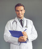 Όμορφος ιατρός Στοκ φωτογραφία με δικαίωμα ελεύθερης χρήσης