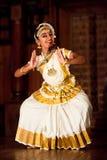 Όμορφος ινδικός χορός χορού Mohinyattam κοριτσιών Στοκ φωτογραφίες με δικαίωμα ελεύθερης χρήσης