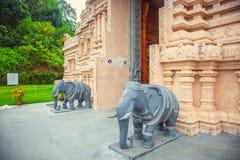Όμορφος ινδός ναός στη Μαλαισία είσοδος στο γλυπτό των ελεφάντων Στοκ φωτογραφίες με δικαίωμα ελεύθερης χρήσης