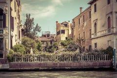 Όμορφος κήπος στο μεγάλο κανάλι στη Βενετία Στοκ Φωτογραφία