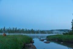 όμορφος καιρός ποταμών πρωινού πετάγματος ομιχλώδης ο ανατολικός εδώ αυτοκρατορικός γίνοντας σιδηρόδρομος φωτογραφιών αιώνα αρχής Στοκ Εικόνα