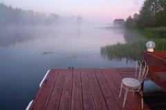όμορφος καιρός ποταμών πρωινού πετάγματος ομιχλώδης Στοκ Εικόνα
