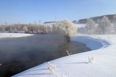 όμορφος καιρός ποταμών πρωινού πετάγματος ομιχλώδης Στοκ εικόνα με δικαίωμα ελεύθερης χρήσης