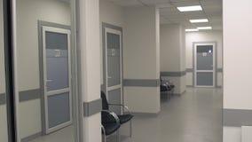 Όμορφος και καθαρός διάδρομος του ιατρικού κέντρου απόθεμα βίντεο