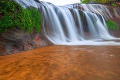 Όμορφος καταρράκτης στο τροπικό δάσος στην Ταϊλάνδη Στοκ φωτογραφίες με δικαίωμα ελεύθερης χρήσης