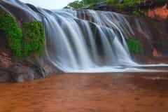 Όμορφος καταρράκτης στο τροπικό δάσος στην Ταϊλάνδη Στοκ Εικόνες