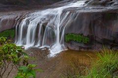 Όμορφος καταρράκτης στο τροπικό δάσος στην Ταϊλάνδη Στοκ εικόνες με δικαίωμα ελεύθερης χρήσης