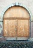 όμορφος κομψός ξύλινος πορτών Στοκ φωτογραφία με δικαίωμα ελεύθερης χρήσης