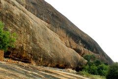 Όμορφος λόφος σύστασης του sittanavasal ναού σπηλιών σύνθετου στοκ εικόνες