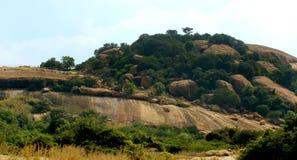 Όμορφος λόφος του sittanavasal ναού σπηλιών σύνθετου στοκ φωτογραφία με δικαίωμα ελεύθερης χρήσης