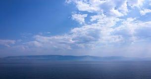 όμορφος μπλε ουρανός σύνν&e ουρανός σύννεφων Ουρανός με το μπλε σύννεφων καιρικής φύσης σύννεφων μπλε ήλιος ουρανού σύννε& Στοκ φωτογραφία με δικαίωμα ελεύθερης χρήσης