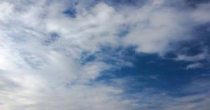 όμορφος μπλε ουρανός σύνν&e ουρανός σύννεφων Ουρανός με το μπλε σύννεφων καιρικής φύσης σύννεφων μπλε ήλιος ουρανού σύννε& Στοκ εικόνα με δικαίωμα ελεύθερης χρήσης