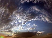 όμορφος μπλε ουρανός σύνν&e ουρανός σύννεφων Ουρανός με το μπλε σύννεφων καιρικής φύσης σύννεφων μπλε ήλιος ουρανού σύννε& Στοκ φωτογραφίες με δικαίωμα ελεύθερης χρήσης