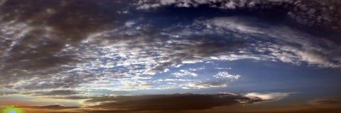 όμορφος μπλε ουρανός σύνν&e ουρανός σύννεφων Ουρανός με το μπλε σύννεφων καιρικής φύσης σύννεφων μπλε ήλιος ουρανού σύννε& Στοκ Φωτογραφία