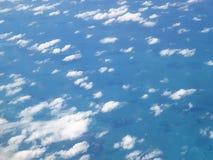 Όμορφος μπλε ουρανός από επάνω ανωτέρω Στοκ Εικόνες