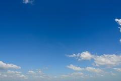 Όμορφος μπλε ουρανός με το σύννεφο Στοκ εικόνα με δικαίωμα ελεύθερης χρήσης