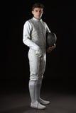 Όμορφος νέος αρσενικός ξιφομάχος στο άσπρο περιφράζοντας κοστούμι στοκ φωτογραφία με δικαίωμα ελεύθερης χρήσης