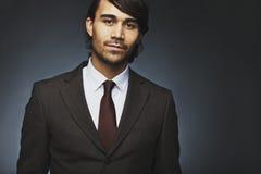 Όμορφος νέος επιχειρηματίας στο κοστούμι Στοκ εικόνες με δικαίωμα ελεύθερης χρήσης