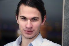 Όμορφος νέος επιχειρηματίας στοκ εικόνες