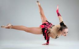 Όμορφος νέος εύκαμπτος γυμναζόμενος γυναικών στοκ εικόνα με δικαίωμα ελεύθερης χρήσης