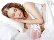 Όμορφος νέος ύπνος γυναικών στοκ φωτογραφίες