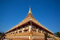 Όμορφος ναός στην ανασκόπηση μπλε ουρανού στοκ εικόνα