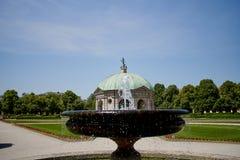 Όμορφος ναός Dianatempel της Diana και μια πηγή στο κεντρικό Μόναχο ` s Hofgarten στοκ φωτογραφίες με δικαίωμα ελεύθερης χρήσης
