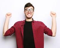 Όμορφος νεαρός άνδρας που φορά τα γυαλιά Στοκ εικόνες με δικαίωμα ελεύθερης χρήσης