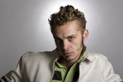 Όμορφος νεαρός άνδρας Στοκ φωτογραφίες με δικαίωμα ελεύθερης χρήσης