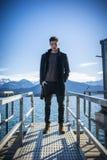 Όμορφος νεαρός άνδρας Luzern στην ακτή λιμνών ` s στοκ φωτογραφία με δικαίωμα ελεύθερης χρήσης
