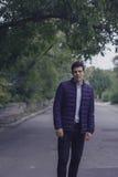 Όμορφος νεαρός άνδρας με την ορισμένη τρίχα Στοκ φωτογραφία με δικαίωμα ελεύθερης χρήσης
