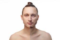 Όμορφος νεαρός άνδρας με το κατά το ήμισυ ξυρισμένο πρόσωπο που εξετάζει τη κάμερα Στοκ Φωτογραφίες