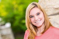 Όμορφος ξανθός έφηβος κοριτσιών Στοκ εικόνες με δικαίωμα ελεύθερης χρήσης