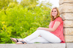 Όμορφος ξανθός έφηβος κοριτσιών Στοκ Φωτογραφία