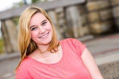 Όμορφος ξανθός έφηβος κοριτσιών Στοκ φωτογραφία με δικαίωμα ελεύθερης χρήσης