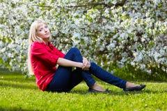 όμορφος ξανθός υπαίθρια Στοκ Φωτογραφίες