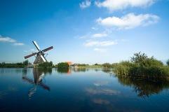 όμορφος ολλανδικός ανεμόμυλος στοκ φωτογραφίες με δικαίωμα ελεύθερης χρήσης