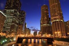 Όμορφος ορίζοντας νύχτας του Σικάγου Στοκ Φωτογραφίες