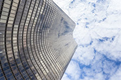 Όμορφος ουρανοξύστης που φθάνει στον ουρανό Στοκ Φωτογραφίες