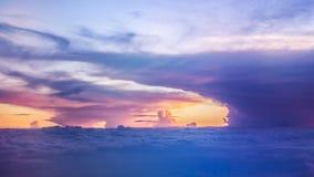 Όμορφος ουρανός βραδιού με τα σύννεφα Στοκ φωτογραφία με δικαίωμα ελεύθερης χρήσης