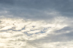 Όμορφος ουρανός βραδιού με τα σύννεφα Στοκ φωτογραφίες με δικαίωμα ελεύθερης χρήσης