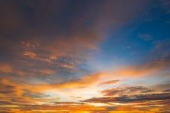 Όμορφος ουρανός ηλιοβασιλέματος χρώματος για το σχέδιο ή το σκηνικό Ιστού υποβάθρου Στοκ Εικόνες