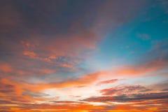 Όμορφος ουρανός ηλιοβασιλέματος χρώματος για το σχέδιο ή το σκηνικό Ιστού υποβάθρου Στοκ εικόνα με δικαίωμα ελεύθερης χρήσης