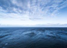 Όμορφος ουρανός θάλασσας και σύννεφων στον ορίζοντα Στοκ φωτογραφία με δικαίωμα ελεύθερης χρήσης